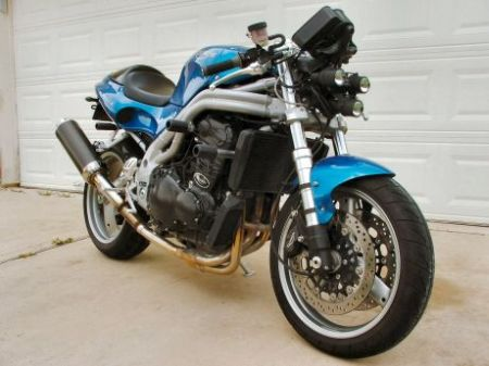 Triumph Speed Triple 2001 modificada